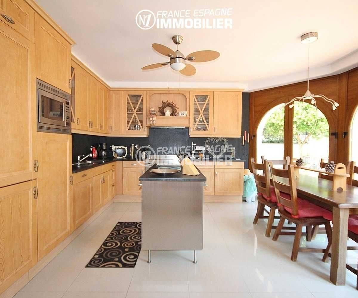 achat villa costa brava, à pau, cuisine indépendante avec des rangements, coin repas