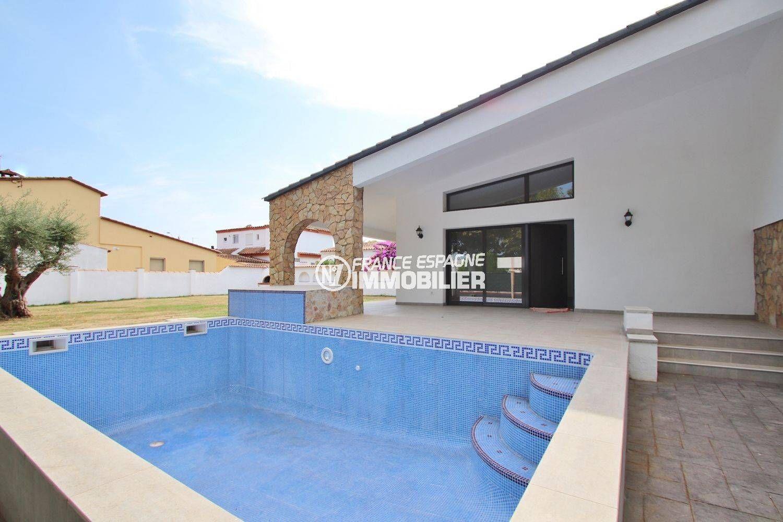 immo empuriabrava: villa 254 m², aperçu de la piscine de 8 m x 4 m accès salon