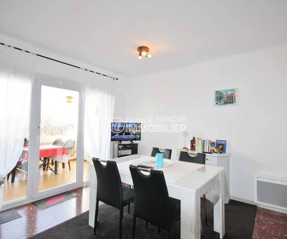 immobilier costa brava: appartement ref.3598, séjour / salle à manger avec accès terrasse