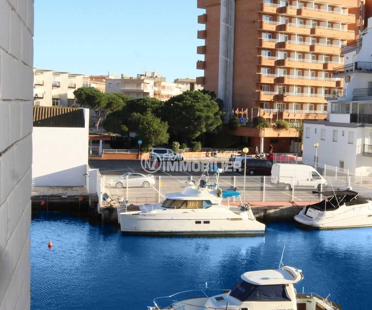 Santa Margarita petite vue canal depuis terrasse appartement avec amarre en commun