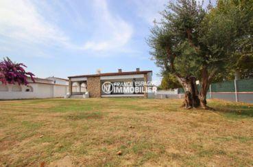 maison à vendre empuriabrava, proche plage, aperçu du terrain de 838 m² avec piscine