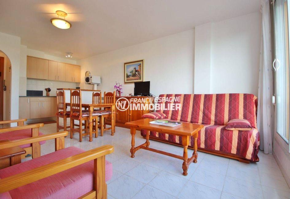 immo costa brava: appartement ref.3559, aperçu séjour, salle à manger et cuisine ouverte