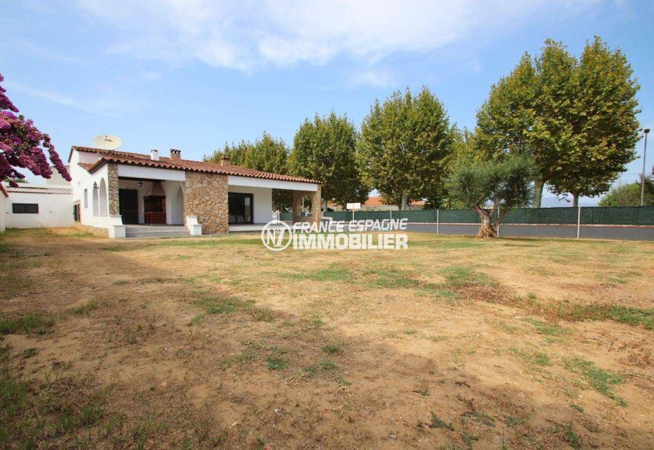 immobilier costa brava: villa 254 m², sur terrain de 834 m² avec terrasse semi ouverte