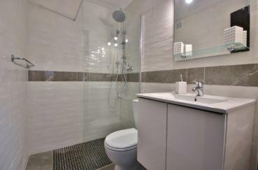 empuriabrava immo: appartement 2 pièces 40 m², salle d'eau avec douche et wc