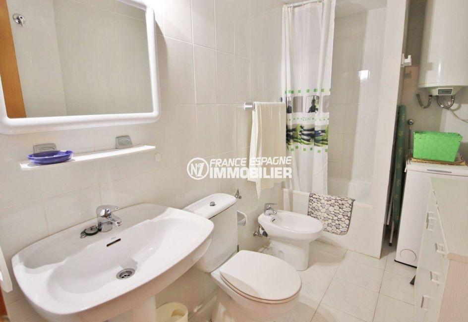 immobilier empuriabrava: appartement ref.3559, la salle d'eau / toilettes