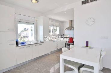 agence immobilière roses: villa 230 m², cuisine américaine aménagée toute équipée