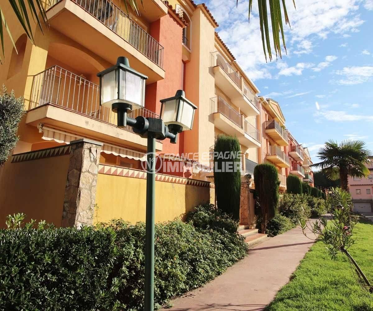 agence immobiliere empuriabrava: appartement ref.3559, aperçu du jardin de la résidence