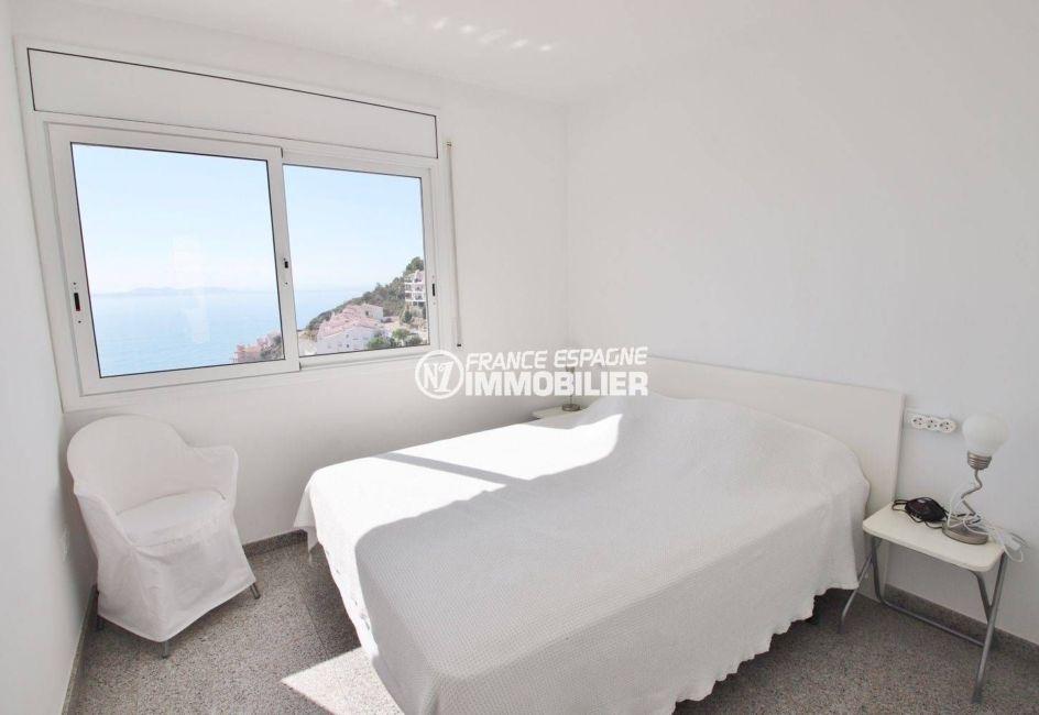 agence immobilière costa brava: villa 230 m², suite parentale avec lit double vue mer