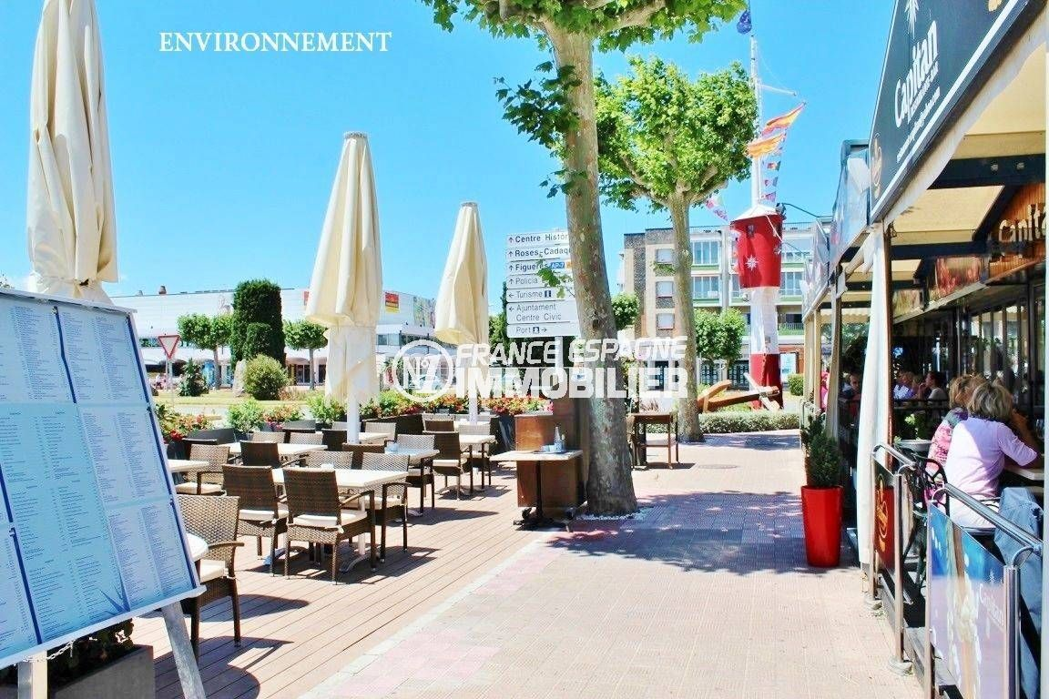 appartements a vendre costa brava, ref.3600, nombreux commerces et restaurants à proximité