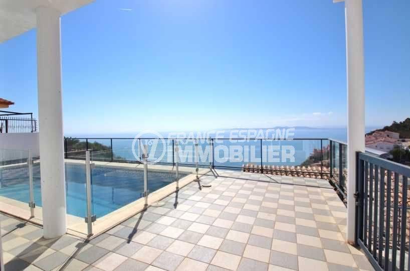 immo rosas: villa contemporaine vue mer construction recente avec piscine, secteur prisé