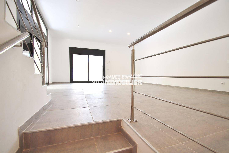 immocenter empuriabrava: villa ref.3549, aperçu de l'étage lumineux accès terrasse