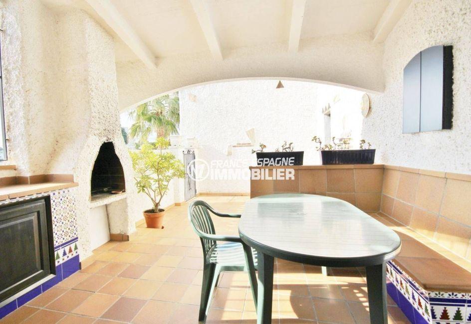 immo roses: villa de 84 m², terrasse extérieure semi abritée avec bbq