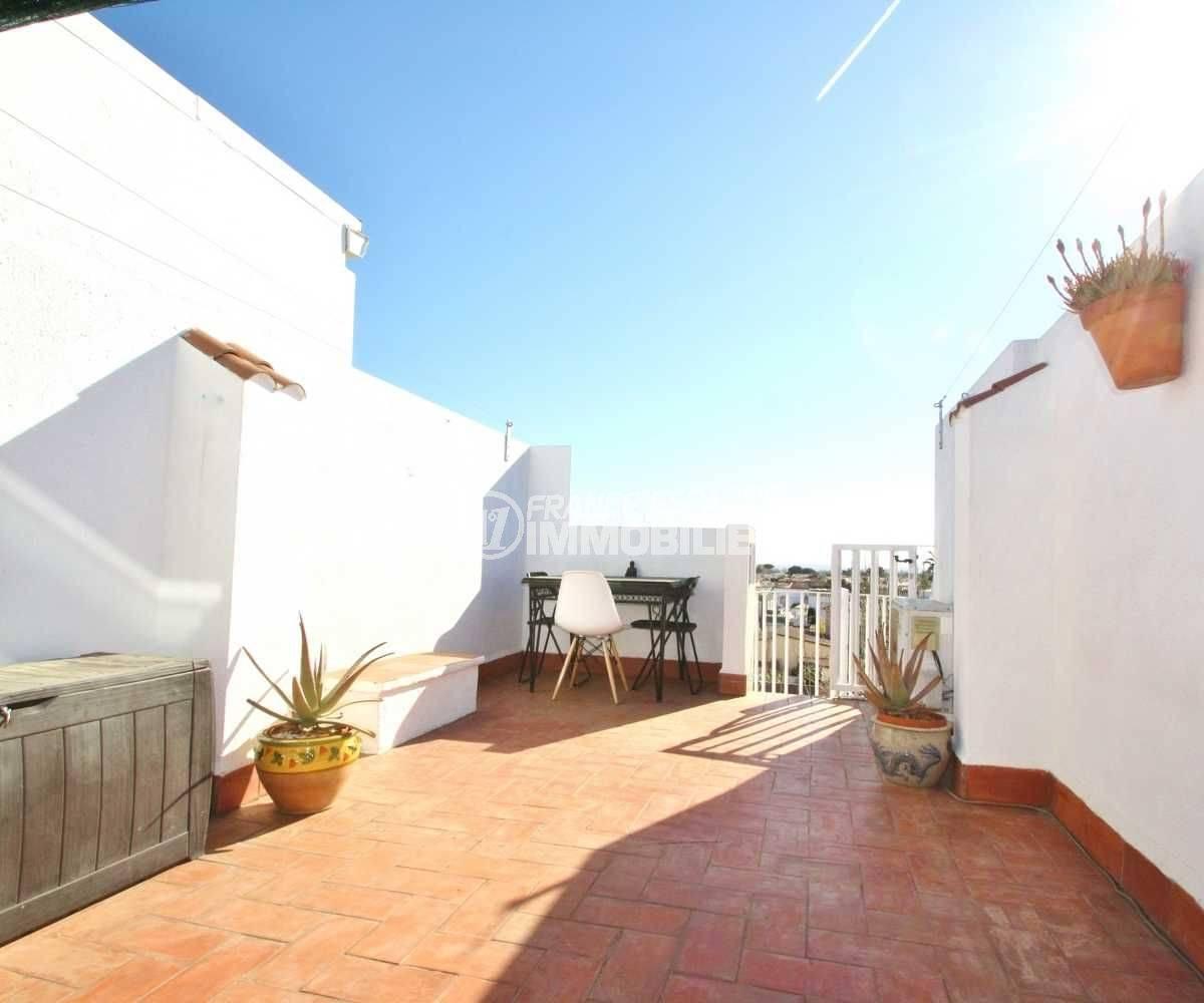 immobilier espagne pas cher bord de mer: studio dernier étage, terrasse solarium
