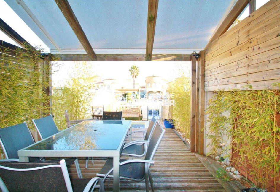 immobilier ampuriabrava: ref.3607, terrasse côté canal aménagée: véranda / coin repas