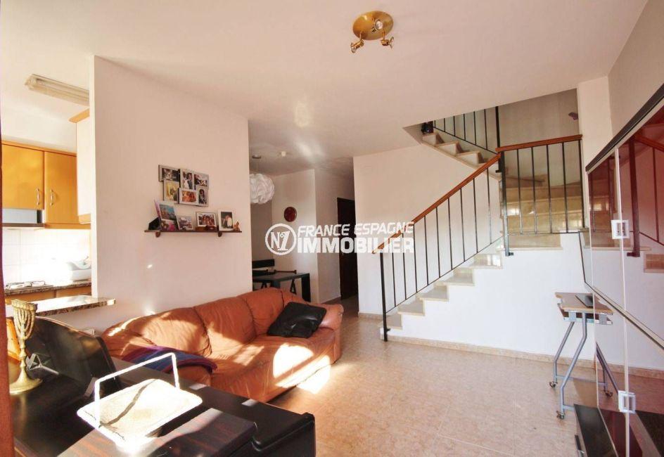 agences immobilières empuriabrava: villa avec garage, terrasse, proche commerces