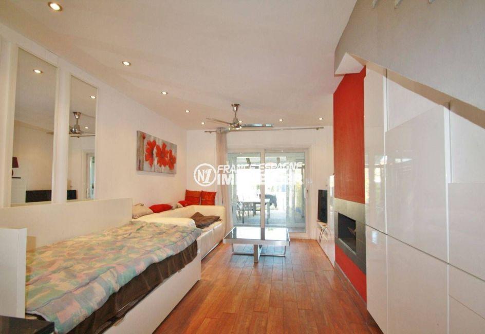agence immobilière empuriabrava: villa ref.3607, grand séjour avec cheminée