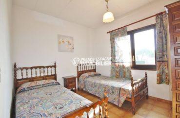 vente maison rosas espagne, proche plage, deuxième chambre avec 2 lits simples