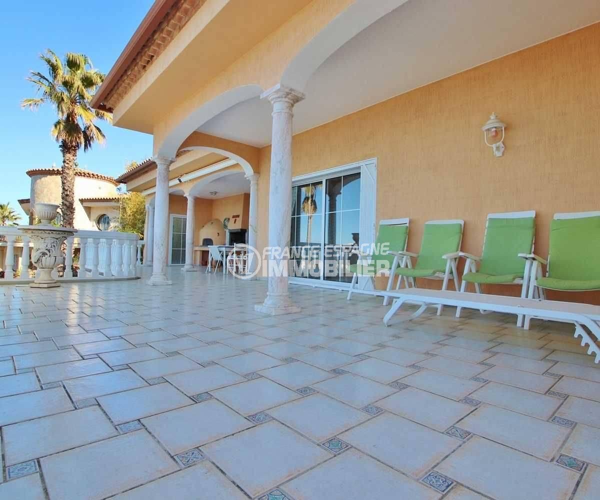 maison a vendre rosas, ref.3614, grande terrasse avec coin BBQ / cuisine d'été