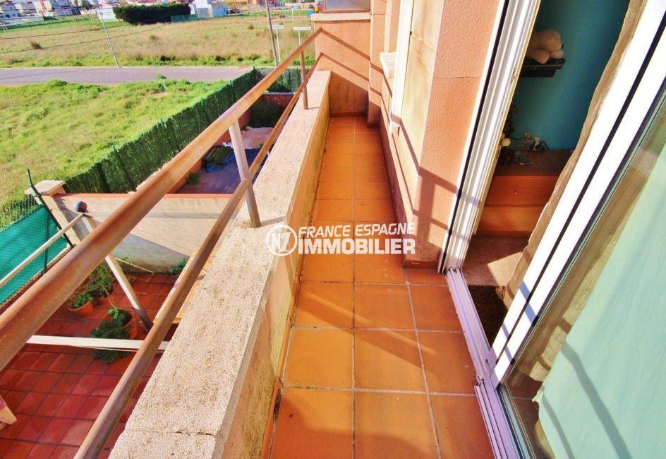 immobilier empuriabrava: villa 96 m², aperçu de la terrasse vue dégagée accès chambre