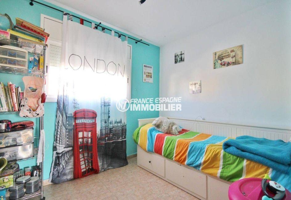 maison a vendre empuria brava, proche commerces, deuxième chambre avec lit simple et rangements