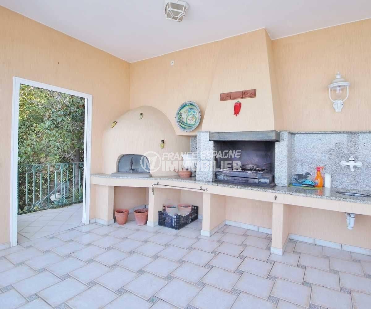 agence immobiliere costa brava: villa ref.3614, coin BBQ, four à pizza et vasque de la cusiine d'été sur la terrasse