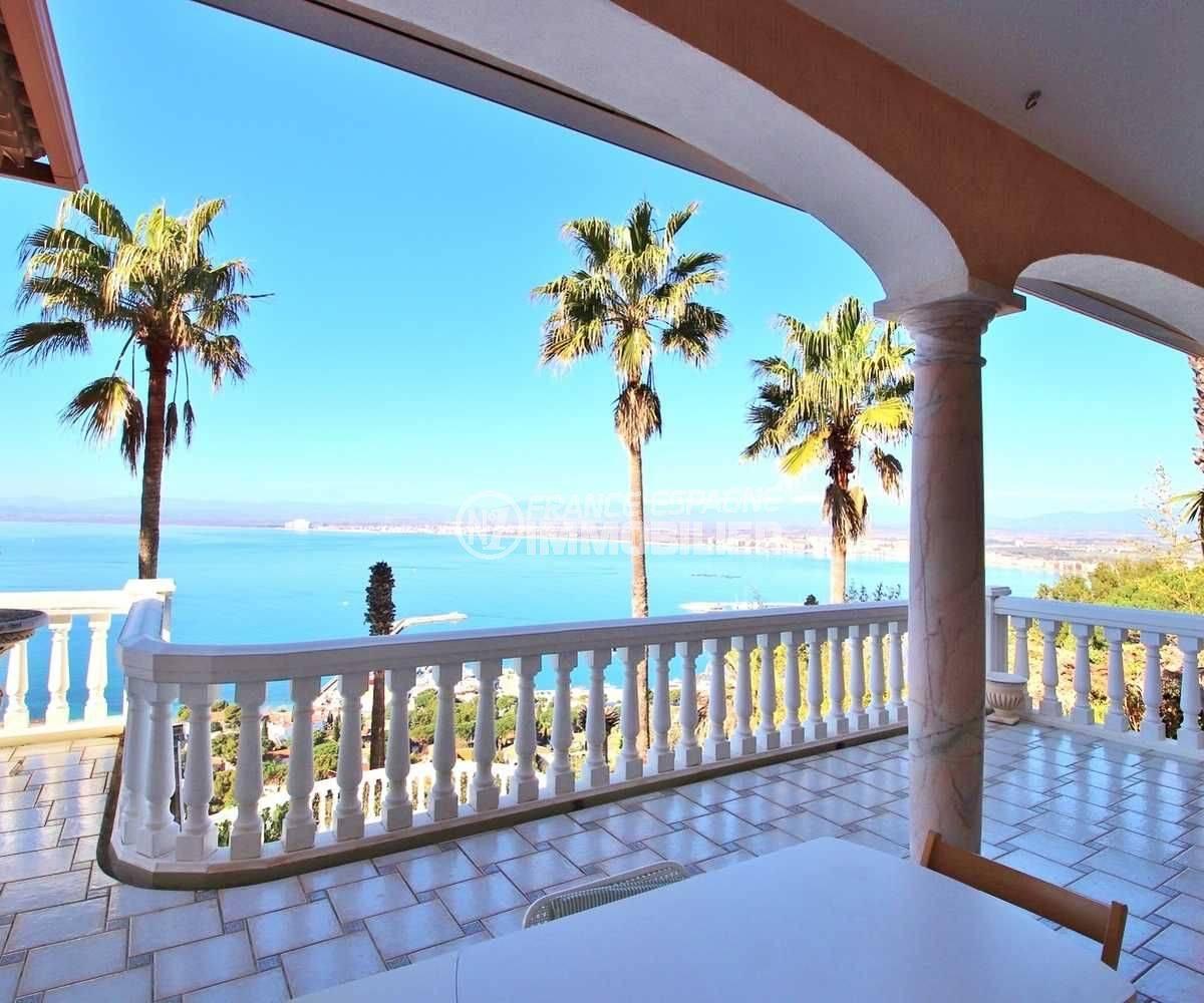 agence immobilière costa brava: villa ref.3614, aperçu de la baie de rosas depuis un déjeuner sur la terrasse
