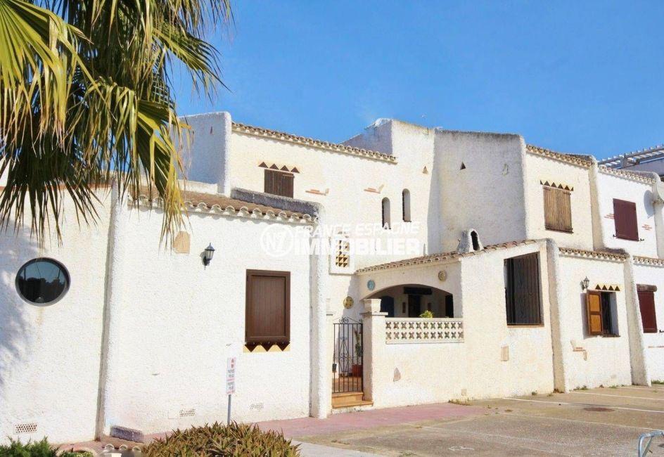 immobilier espagne bord de mer: villa 84 m², grande terrasse, piscine & parking