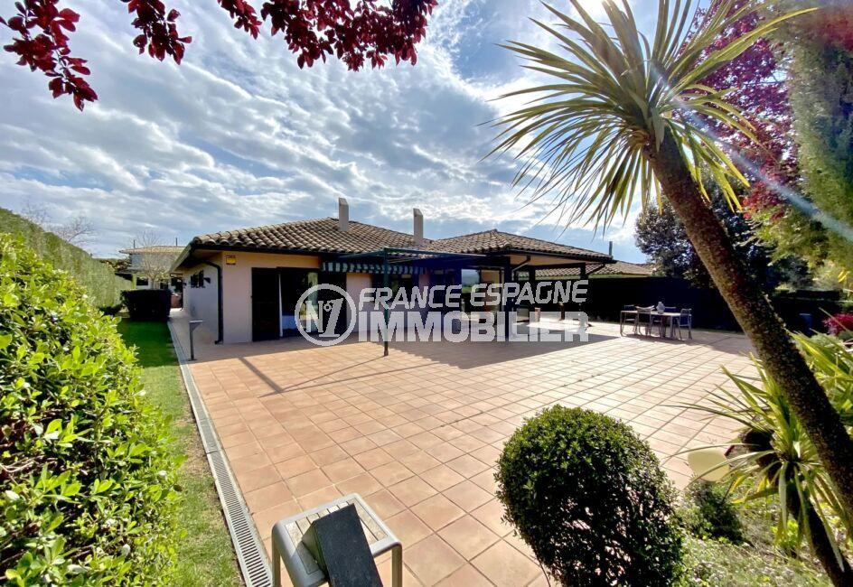 maison a vendre espagne, villa 187 m², surface terrain 840 m², résidence standing avec golf, possibilité piscine