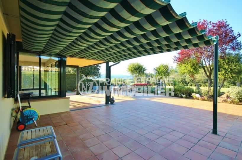 achat maison espagne costa brava, ref.3621, vue sur le jardin depuis la terrasse