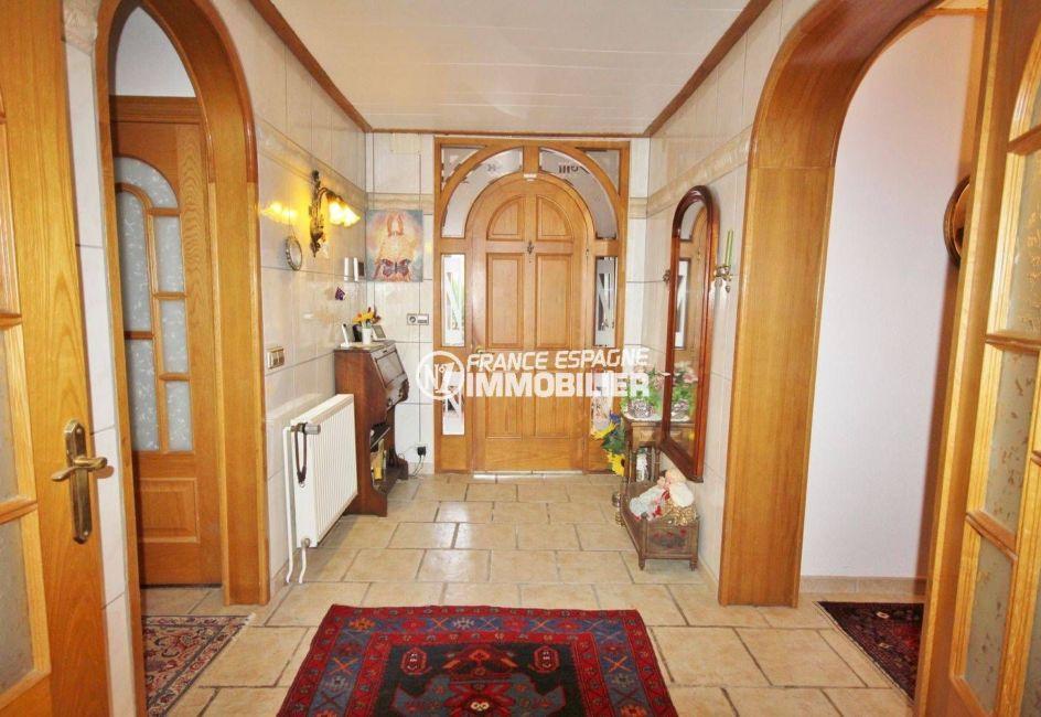 rosas immo: villa ref.3616, aperçu du hall et de la porte d'entrée