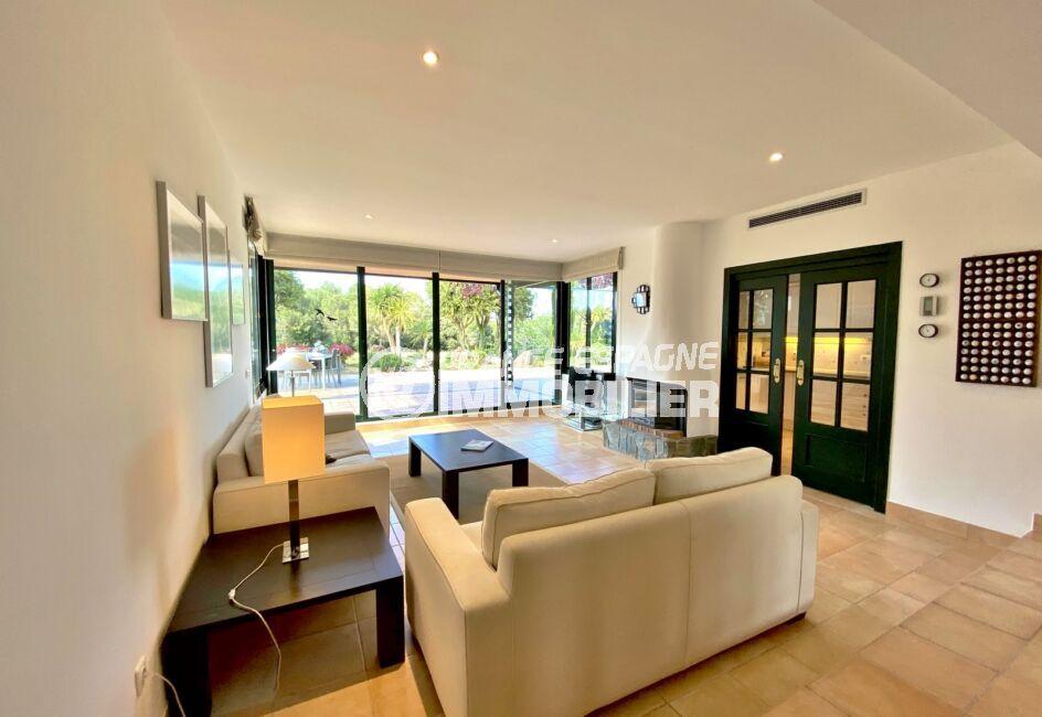 achat maison costa brava bord de mer, 187 m² avec terrasse, salon avec climatisation