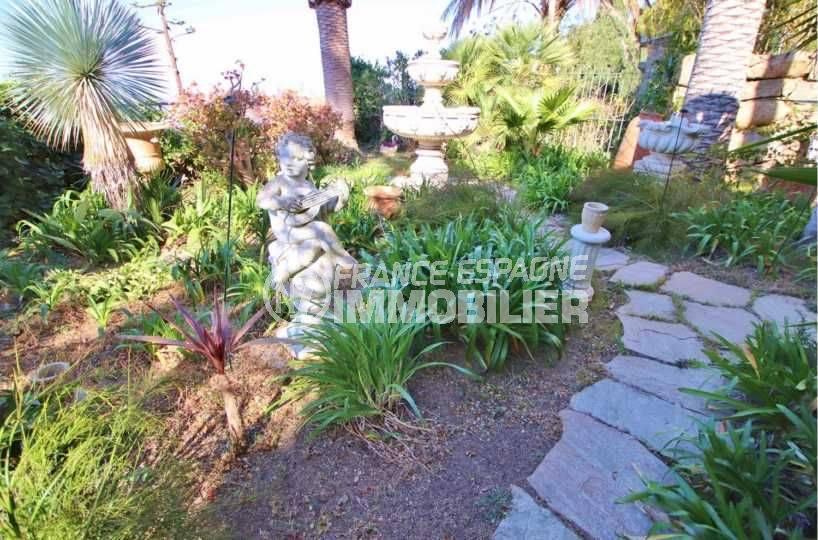 maison a vendre a rosas, ref.3614, vue mer en perspective depuis le jardin paysagé