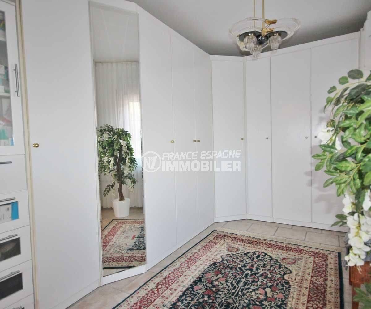 mas busca rosas: villa ref.3616, le dressing de la première chambre