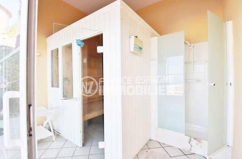 roses immobilier: villa ref.3614, aperçu du sauna et sa douche