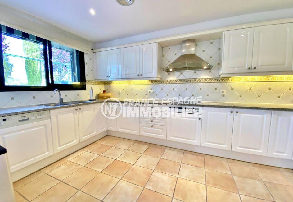 achat immobilier espagne costa brava: villa 187 m², magnifique cuisine moderne