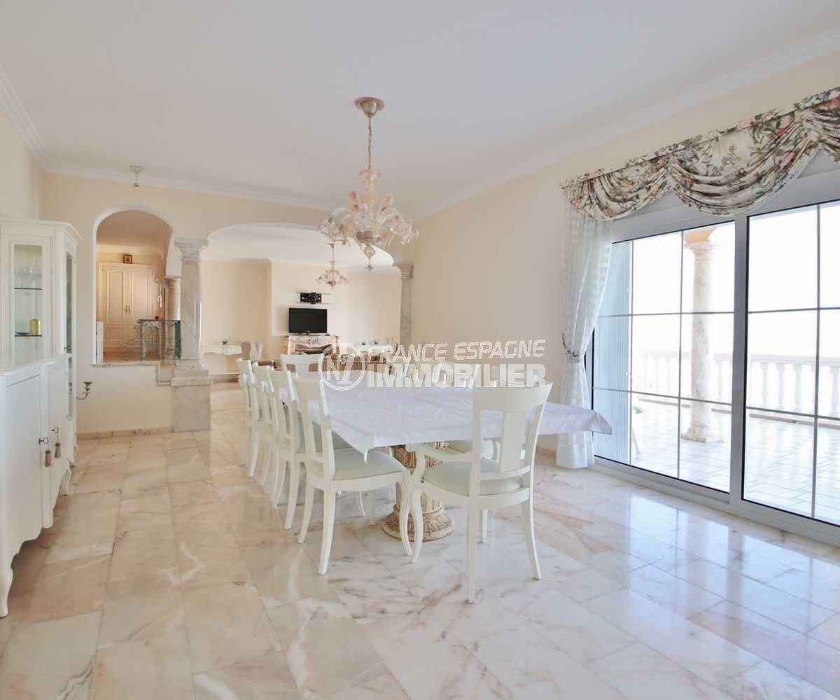 vente maison rosas espagne, ref.3614, salle à manger spacieuse avec accès au salon et à la terrasse