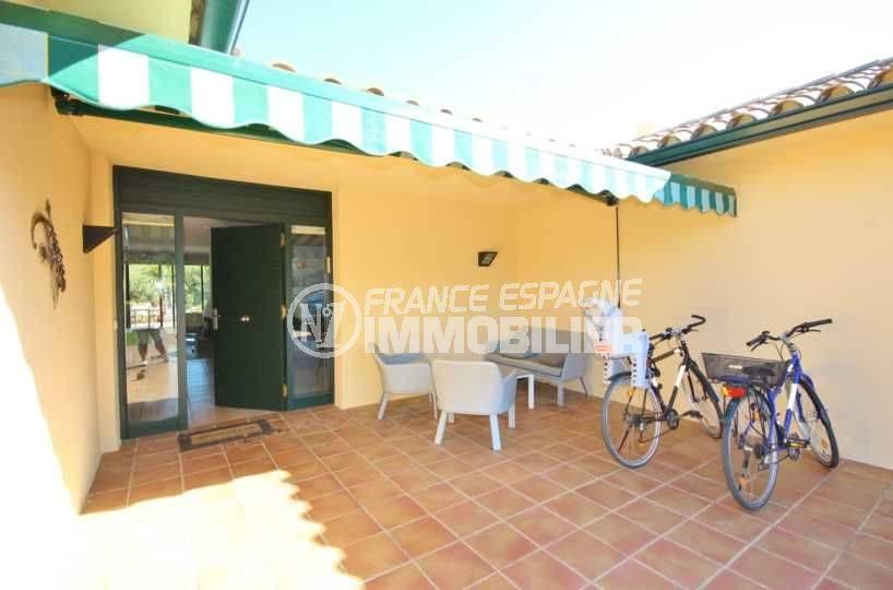 costabrava immo: villa ref.3621, porte d'entrée avec coin détente aménagé