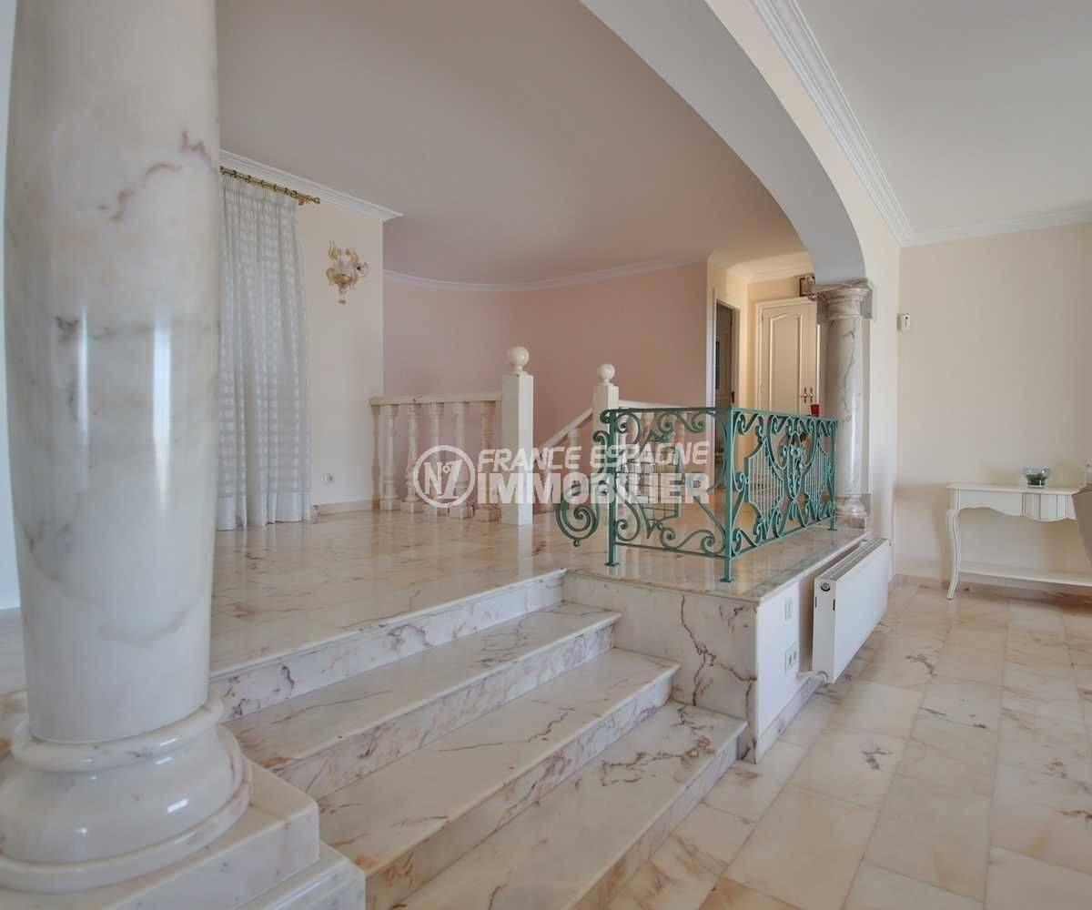 la costa brava: villa ref.3614, colonnes et sols en marbre clair