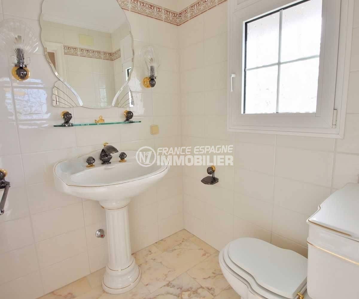 vente villa rosas, ref.3614, toilettes indépendantes au rez-de-chaussée