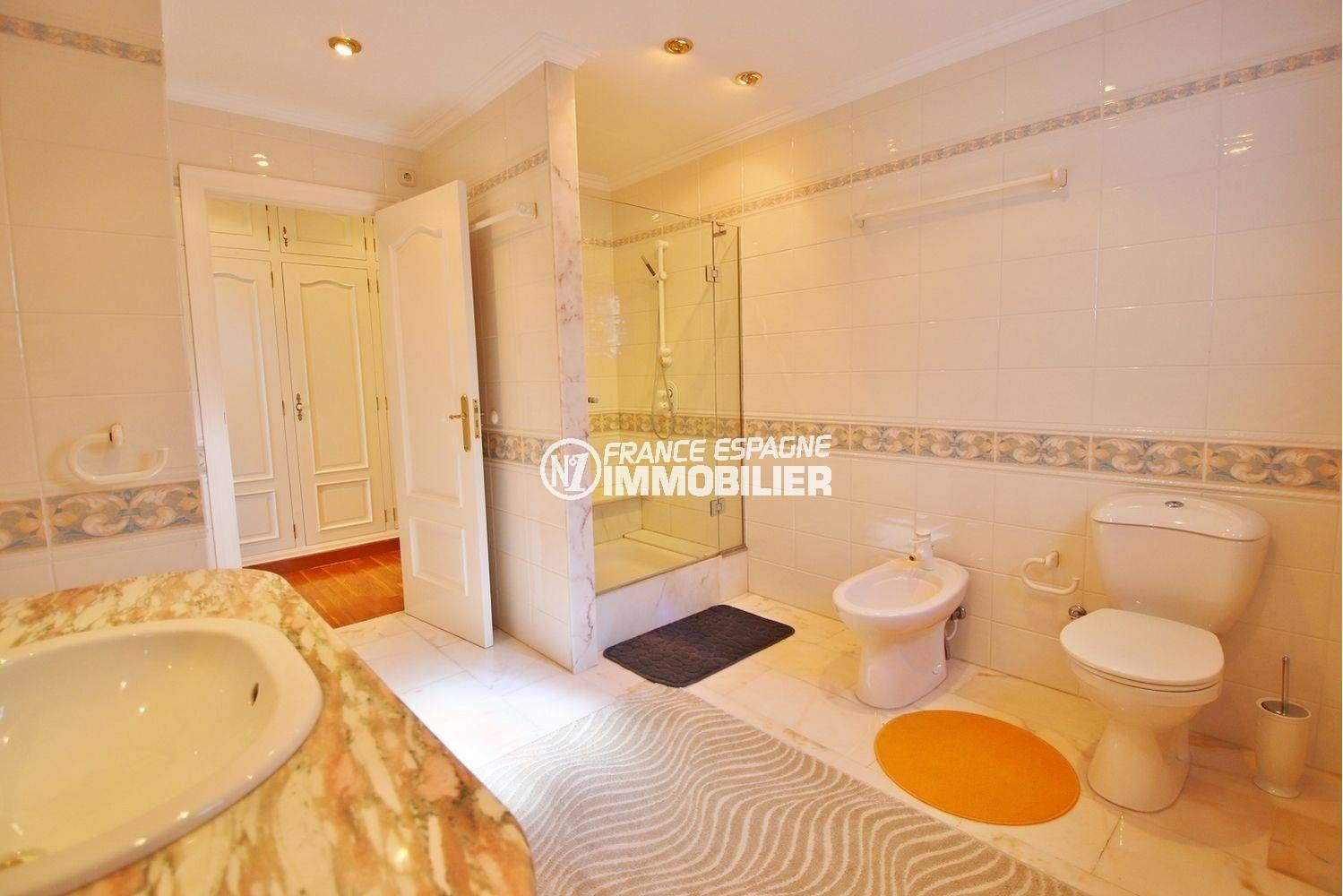 immo roses: villa ref.3614, salle d'eau de la première suite parentale