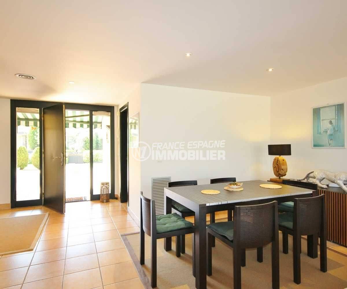 vente villa costa brava, ref.3621, salon avec accès terrasse avant