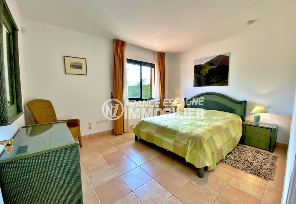 vente immobiliere costa brava: villa 187 m², 1° suite parentale, lit double