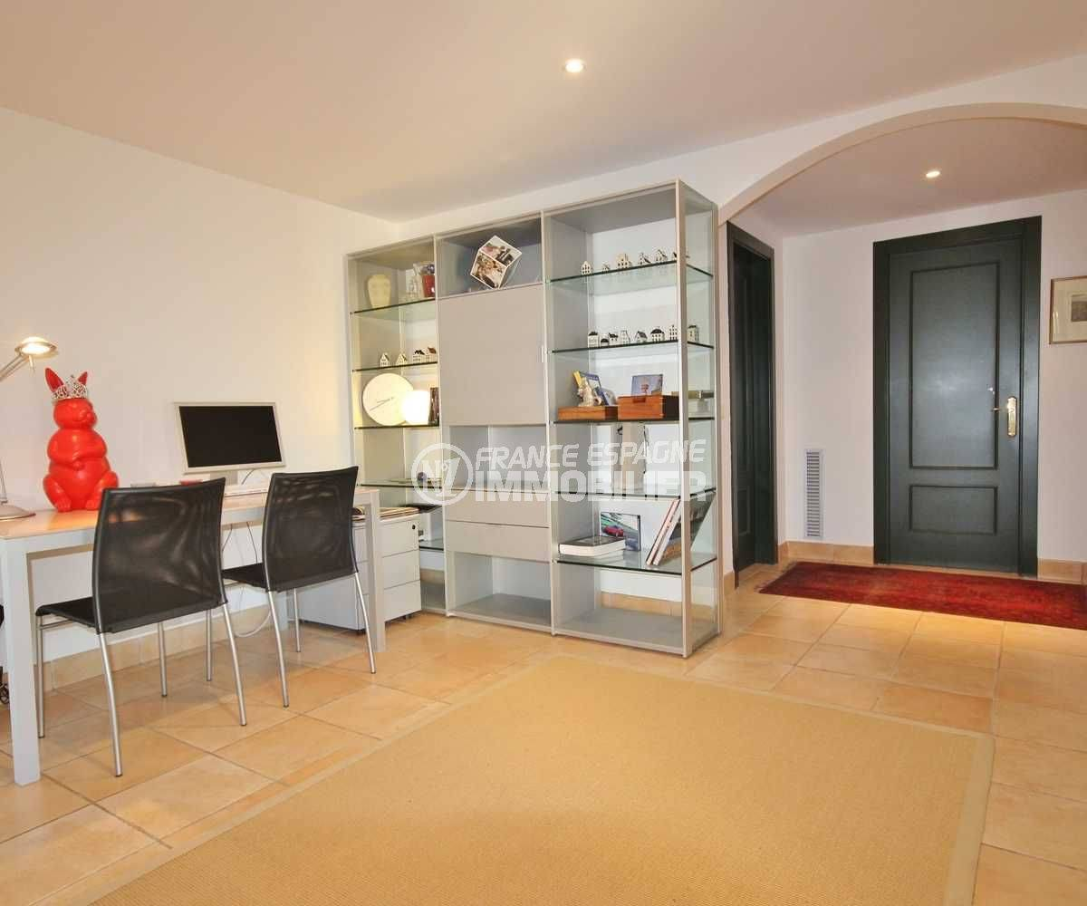 maison a vendre sur la costa brava, ref.3621, espace bureau avec des rangements