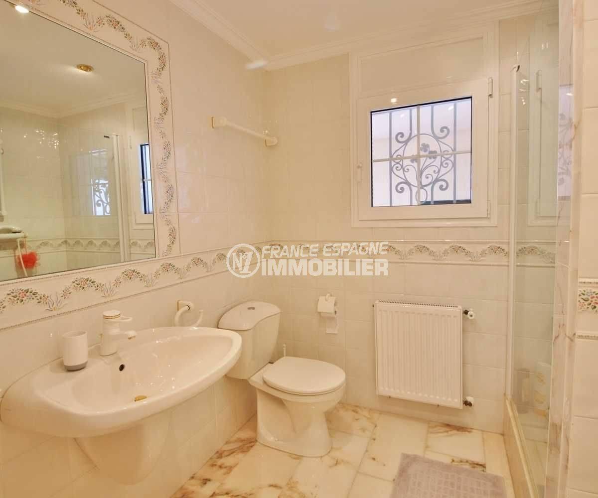 roses espagne: villa ref.3614, salle de bains de la seconde suite avec douche également