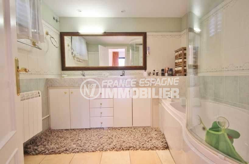 immobilier a vendre costa brava: ref.3621, salle de bains: baingoires, meuble vasque