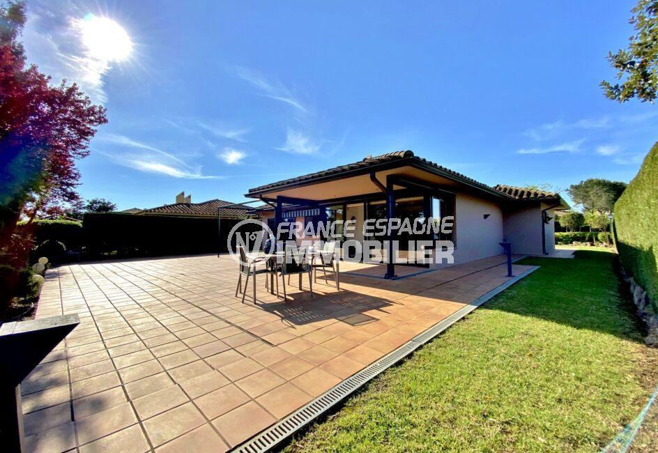 immobilier espagne bord de mer: villa 187 m², grande terrasse de 160 m², patio extérieur