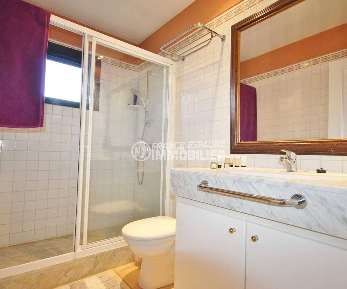 vente de maison costa brava, ref.3621, une salle d'eau avec douche, vasque et wc