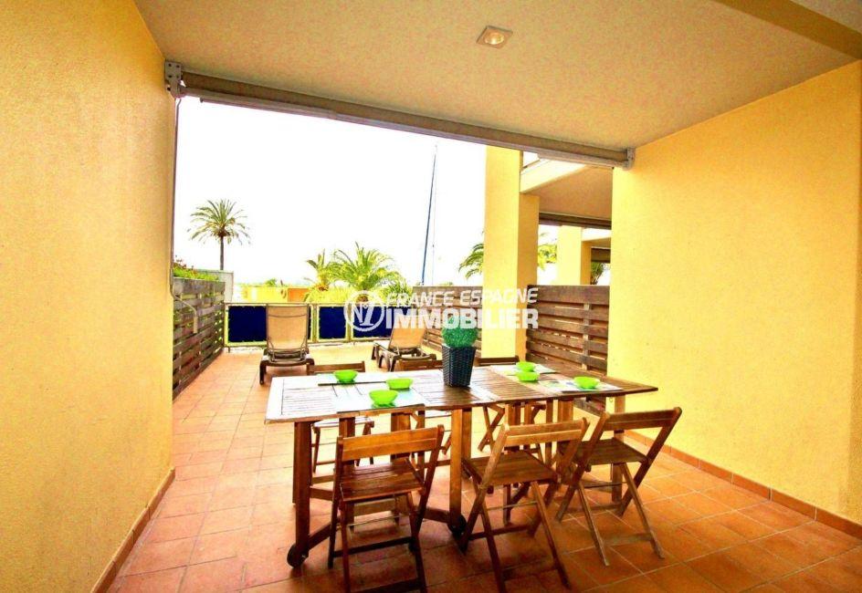 appartement a vendre rosas, 69 m² et terrasse de 35 m², vue canal & pisince en commun