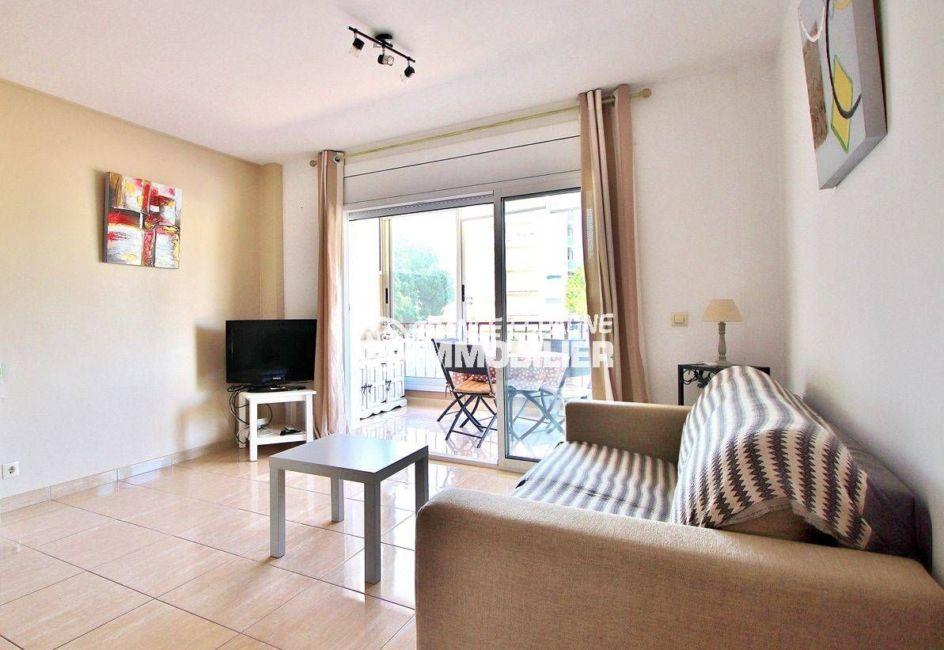 immobilier costa brava: appartement ref.3644, pièce principale avec accès véranda