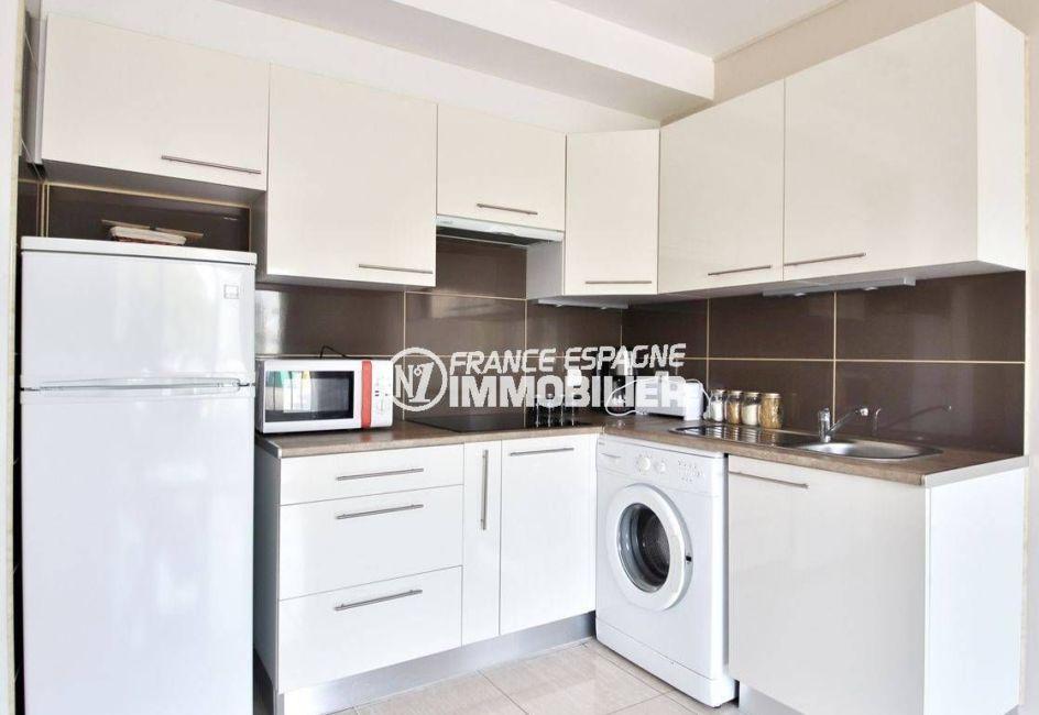 immo costa brava: appartement ref.3644, coin cuisine avec de nombreux rangements